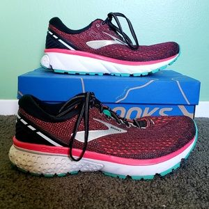 Brooks Women's Lace Up Running Shoes